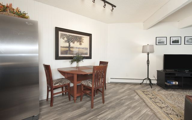 Silver Queen West Condo # 7124 - photo 2