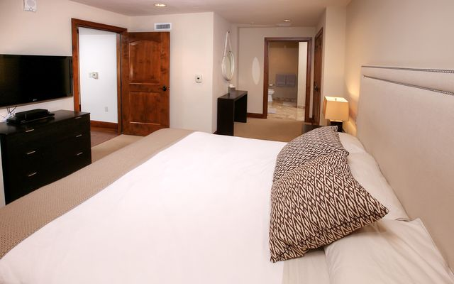 Ritz-Carlton Residences # R-4 - photo 17