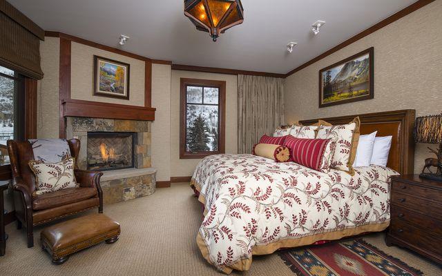 Four Seasons Private Residences # 8203 - photo 3