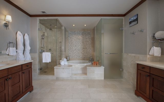 Four Seasons Private Residences # 8203 - photo 4