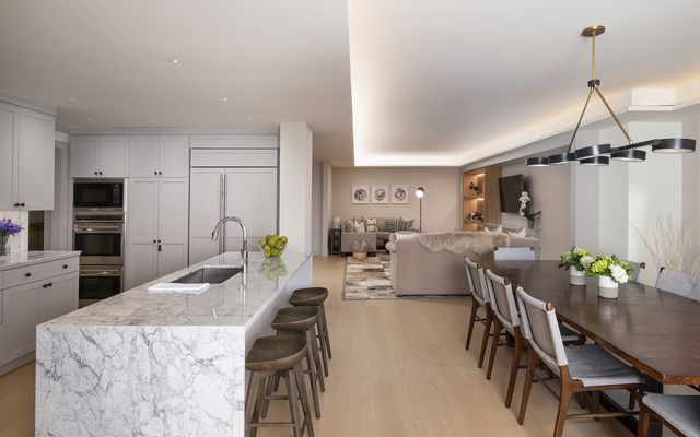 Four Seasons Private Residences # 8202 - photo 8
