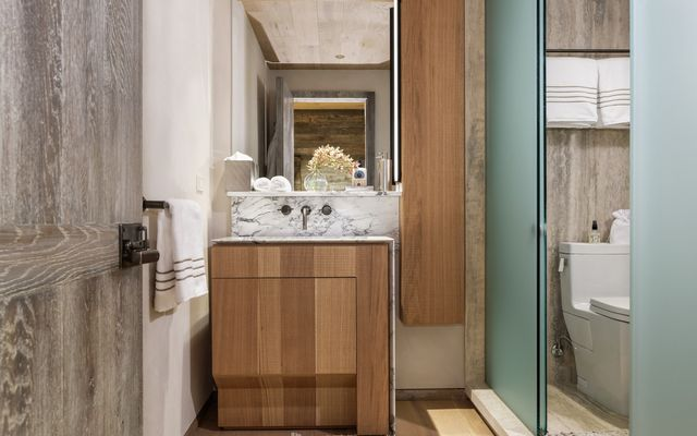 Four Seasons Private Residences # 8201 - photo 27