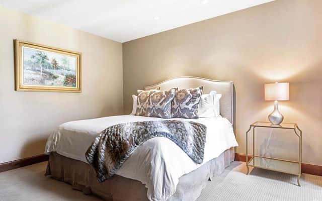 Ritz Carlton Residences R-517 - photo 19