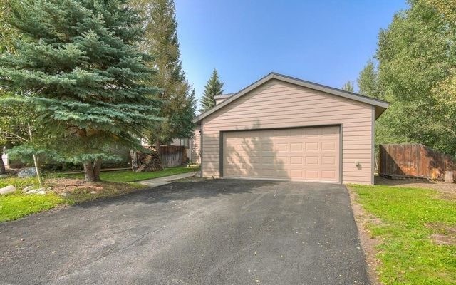 210 E Fox Court - photo 29