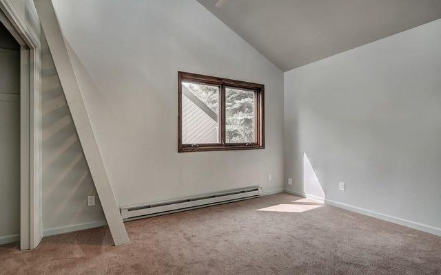 210 E Fox Court - photo 9