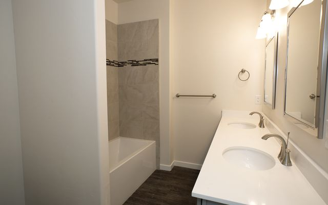 1055 Hawks Nest - photo 14