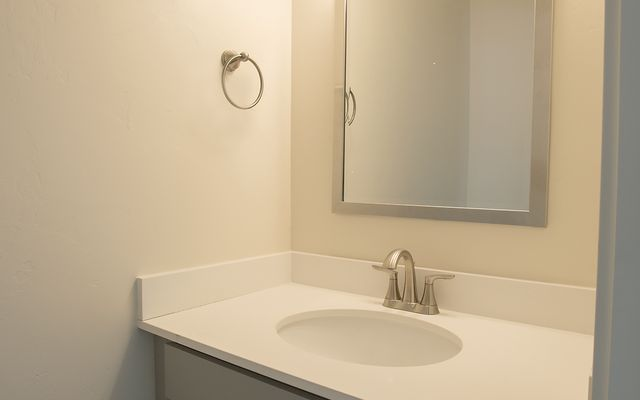 1055 Hawks Nest - photo 15