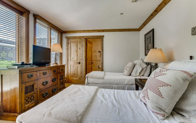 Vail Spa Condominiums 302 - photo 10