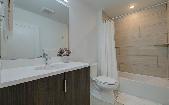 River West Condos 916 - photo 5