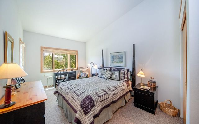 Lake Forest Condominiums 301a - photo 18