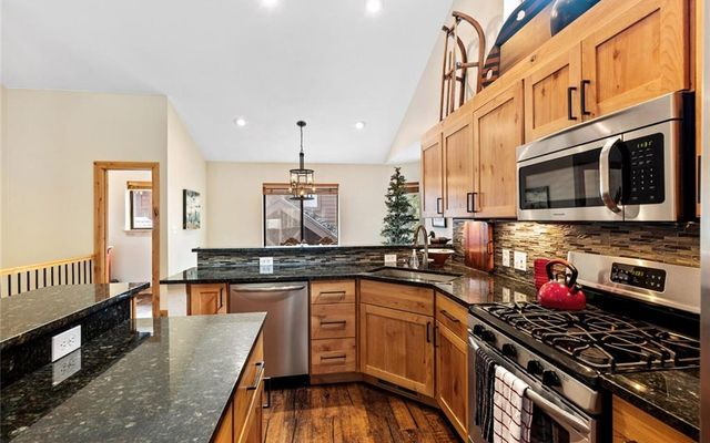 Village Point Townhomes At Breck 105 - photo 8