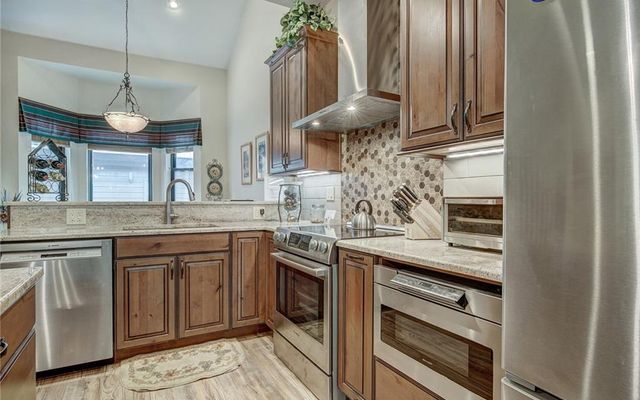 Village Point Townhomes At Breck 202 - photo 9