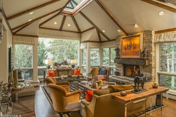 586 Forest Road A (East) Vail, CO